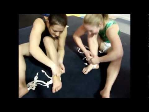 HOT SEXY GYMNAST GIRLS FEET PLAY | PopScreen