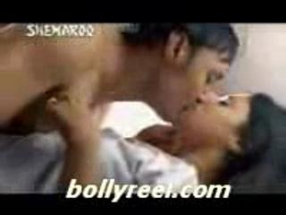 Konkona Sen Sharma - Kiss | PopScreen