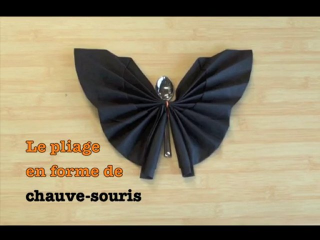 pliage de serviette chauve souris pour halloween popscreen. Black Bedroom Furniture Sets. Home Design Ideas