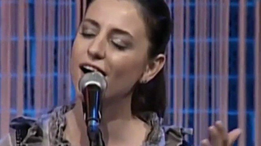 Dilek Türkan & O güzel başını göğsüme koysan | PopScreen