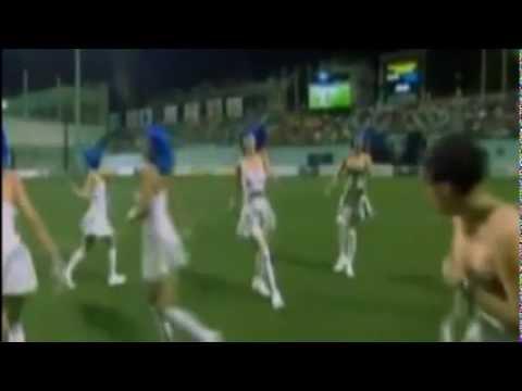 Cheerleader wardrobe malfunction during football match Stuns more than ...