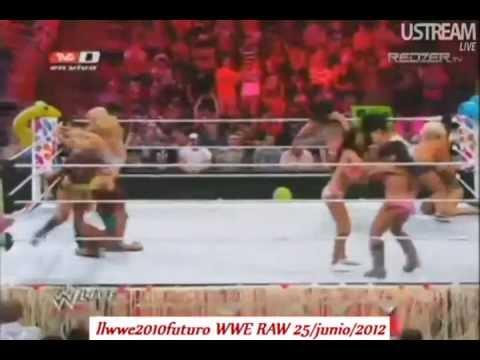 WWE RAW 6/25/12 - Lucha de Divas en Bikini !!! Español Latino (Lucha completa) | PopScreen