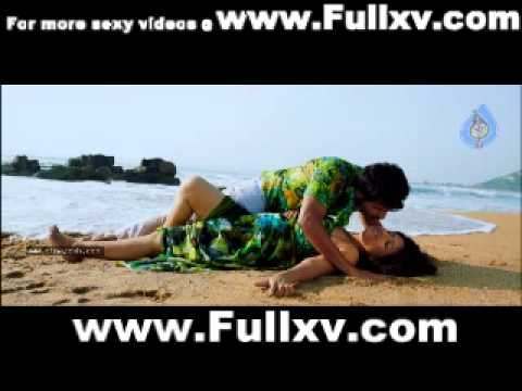 17.wmmalayalam aunty sexy bhvana and reshma IN BED ROOM mallu SAREE