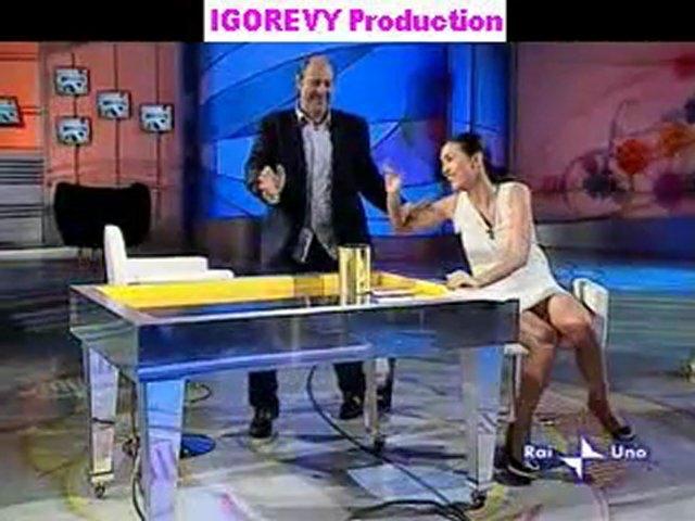 Caterina Balivo - Upskirt Mutande TV Zoom Rallenty | PopScreen