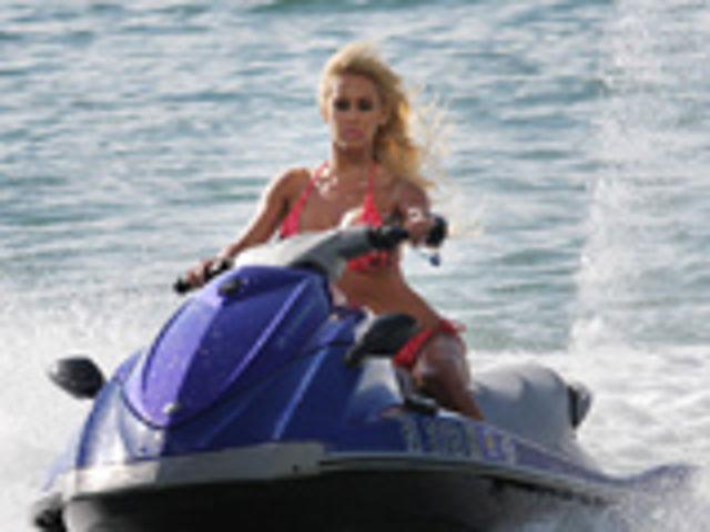 Mulher em Jet Ski, Gostosas de Jet Ski, Dupla de Gostosas de Jet SkiWoman on the Jet Ski, the Sexy on the Jet Ski, babe om water bike,Sexy Motorcycle, two girls in jet ski