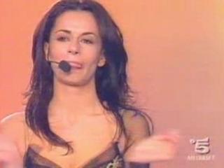 Rossella Brescia Oops Tette E Capezzoli Saltano Fuori | PopScreen