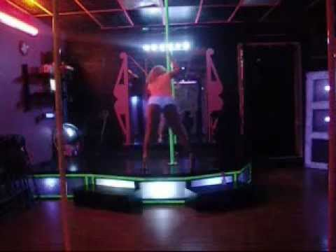 Booty Clapping, Bouncing & Twerking Atlanta Strip Club Style at Pole Waxers | PopScreen