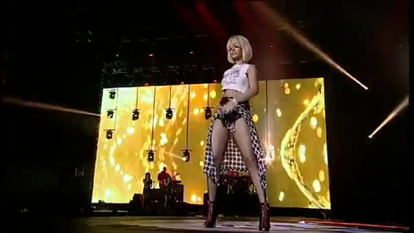 rihanna umbrella live jingle bell ball 2012 popscreen. Black Bedroom Furniture Sets. Home Design Ideas
