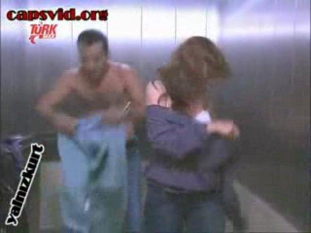 d.evgar asansörde sevişme | PopScreen