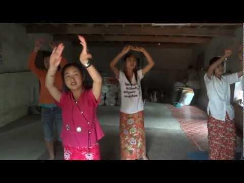 สาวๆ บ้านกาดบุ้ง เชียงตุง Tai Khun Kad Bung | PopScreen