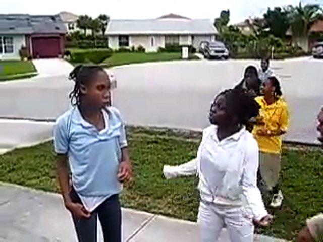 Girl vs girl (street fight)   PopScreen