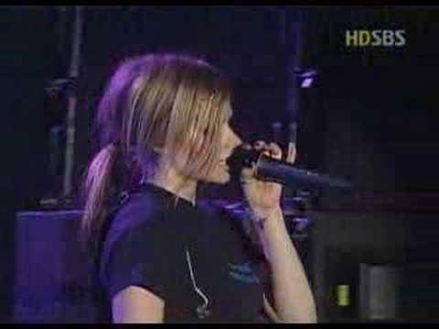 Avril Lavigne - Nobody's Fool | PopScreen