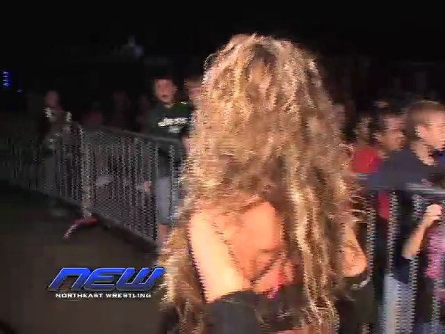 Mickie James vs. Alexxis