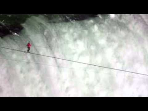 Stuntman Nik Wallenda completes tightrope walk across Niagara Falls | PopScreen