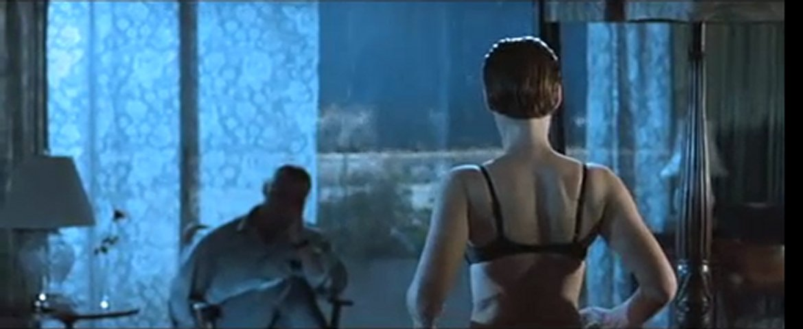 JAMIE LEE CURTIS - STRIP-TEASE | PopScreen