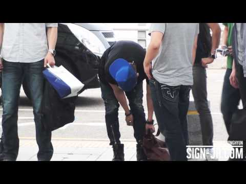 [SIGN] 120629 Incheon airport jonghyun | PopScreen