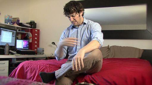 sscat grooming hands feet