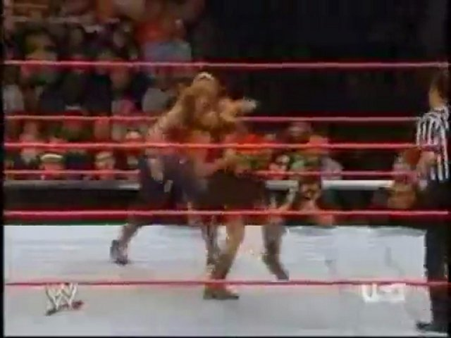 Trish Stratus vs Mickie James (RAW 9.11.2006)