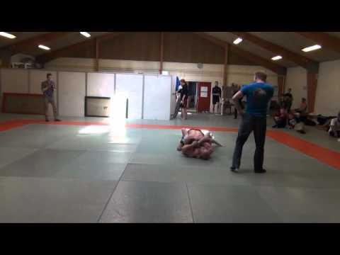 DGL 2012 4 runde F. mark hansen fightgym odense vs Mike Møller Kolding MMA | PopScreen