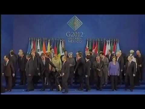胡锦涛g20峰会捡起国旗,明明是粘在鞋底了。。。。。。 | PopScreen