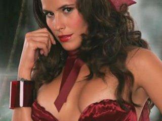 Zharick Leon ::: Sexy Caperucita Roja | PopScreen