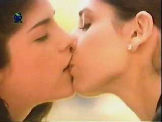 Sarah michelle gellar lesbian kissing scene | PopScreen