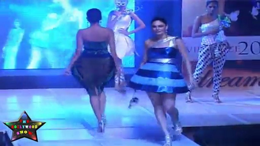 SEXY BABES ON RAMP ON FASHION SHOW   PopScreen
