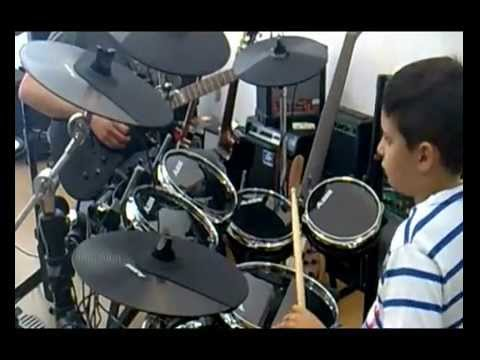Blind 8 yrs old prodigy rocks on alesis dm10 with Dim