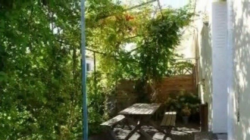 charmante maison quartier la terrasse popscreen. Black Bedroom Furniture Sets. Home Design Ideas