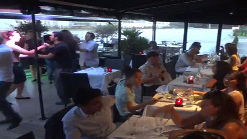 Le restaurant la cave popscreen for Restaurant le miroir paris 18
