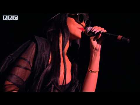 Jay-Z & Rihanna - Run This Town at Radio 1's Hackney Weekend | PopScreen