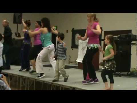Arrasando by Thalia. Evergreen High School Zumba Demo with Jennifer Shaw