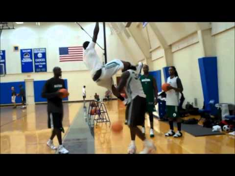Nate Robinson Dunking Over Shaq Nate Robinson dunk ove...
