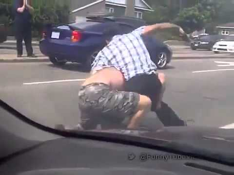 funny fight on the road after a Car crash - MUST WATCH