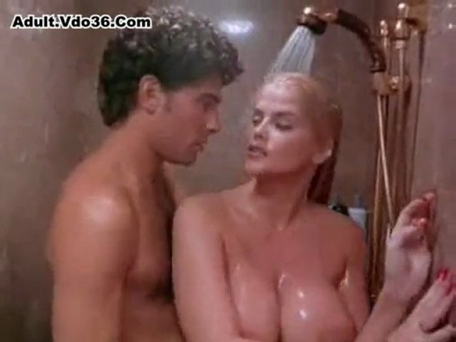 Anna Nicole Smith - Hot Ladies Taking Nude Bath In Shower | PopScreen