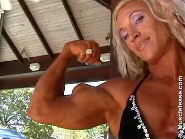 MUSCLETEASE.COM: Klaudia Larson Perfect Biceps Peak