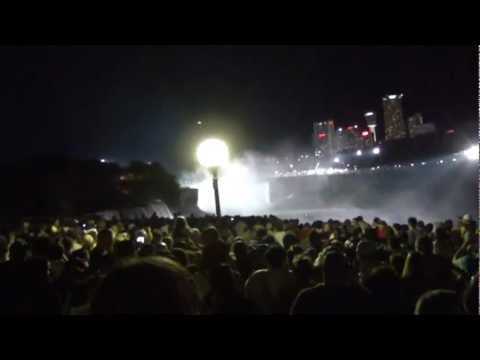 Nik Wallenda makes a successful walk over the Great Niagara Falls June 16th, 2012 | PopScreen