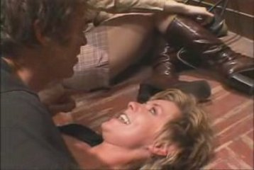 eDlzMnY5MTI= o amanda tapping in her black bra How to Tell if Your Teenage Daughter Is Pregnant