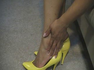 Yellow Pumps and toe Cleavage | PopScreen