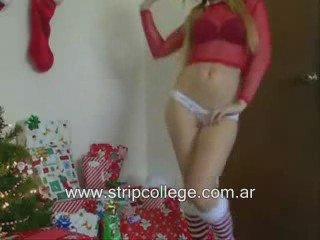 Pendeja rubia bailando un strip muy sexy | PopScreen