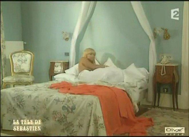 Lova Moor sexy et nue au reveil !!! | PopScreen