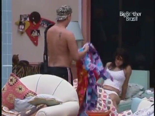 Angelica BBB10 Mostrando as Partes Intimas | PopScreen