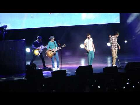 One Direction singing Use Somebody in Tampa | PopScreen