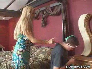 HOT MOM GOT LAID HARD!! (VIDEO-HUB.BLOGSPOT.COM) | PopScreen