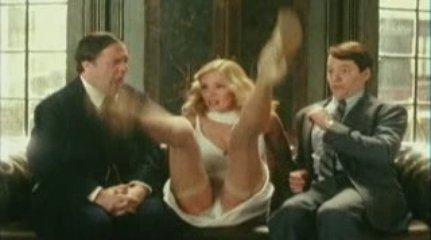 Uma Thurman Upskirt ops mutande cosce slip jollyred | PopScreen