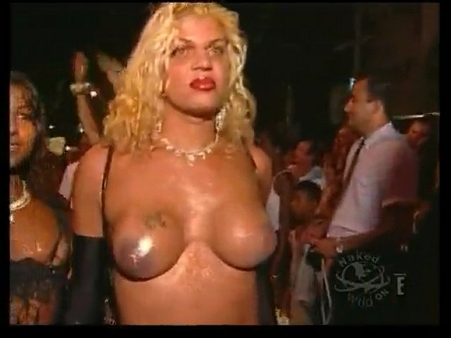 Topless au carnaval de Rio | PopScreen