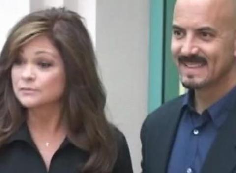 Sntv valerie bertinelli gets married popscreen for Who is valerie bertinelli married to